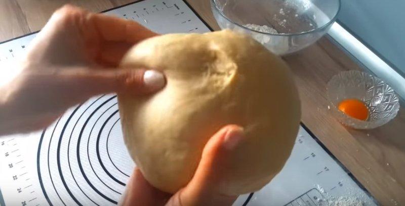 Рецепт дрожжевых булочек с творожной начинкой
