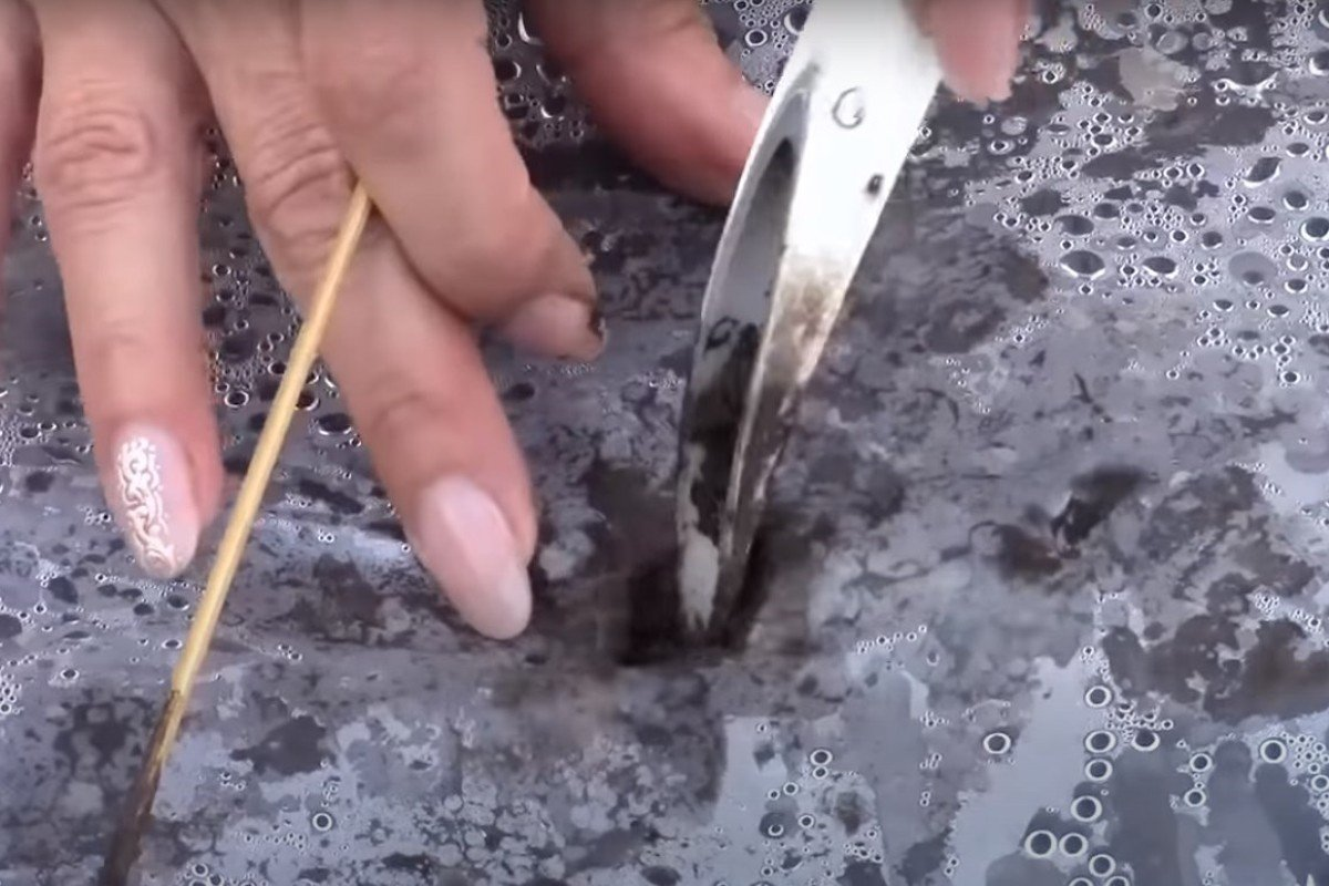 Зачем сажать огурцы на пленке и как это сделать